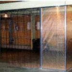 工場内薄物シート張込/のれんカーテン組合間仕切 ブレードシート張込2×300 透明のれんカーテン仕様